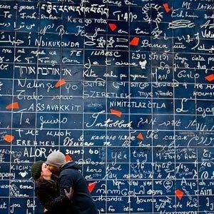 Стена-«Я-люблю-тебя»-в-париже
