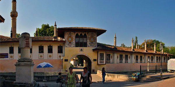 Ханский-дворец