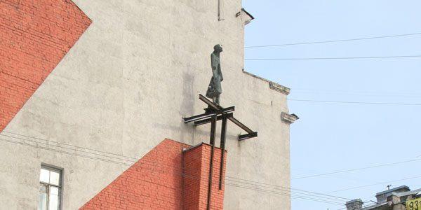 Памятник-«Памяти-женщин-бойцов-МПВО»