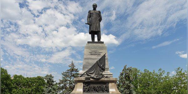 Памятник-П.С.Нахимову