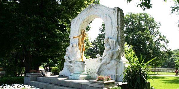 Памятник-Йоганну-Штраусу