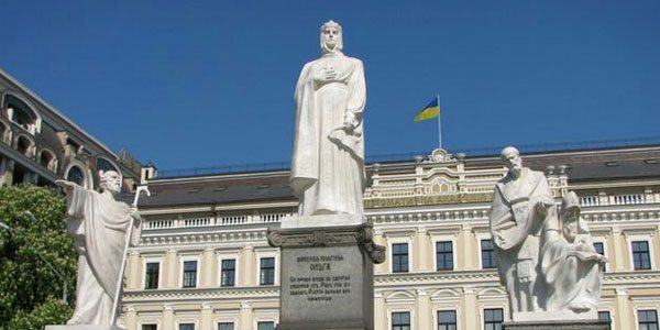 памятник-княгине-ольге-в-киеве