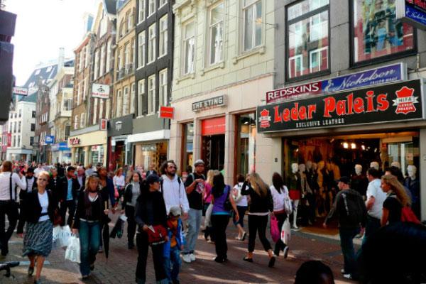 Торговая улица Kalverstraat.