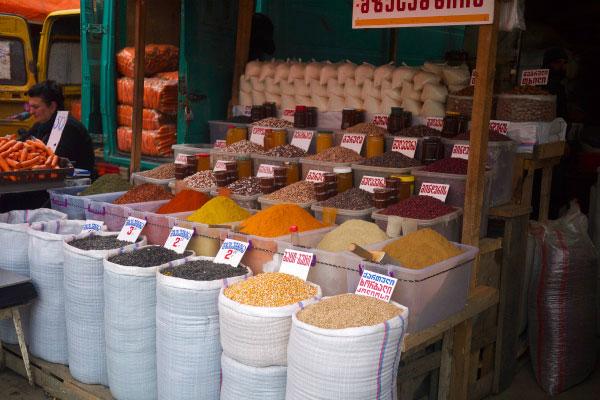 Продукты на рынке.