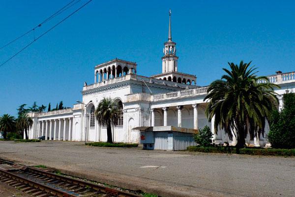 Вокзал в Сухуми.