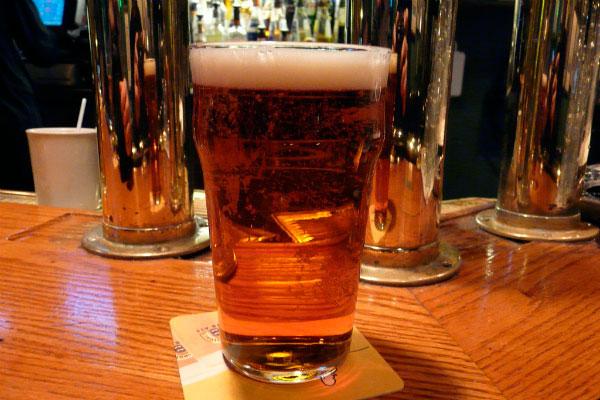 Пиво в бокале.