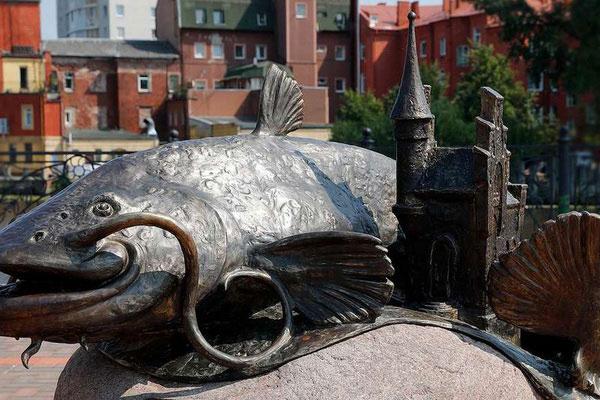 Памятник рыбе.