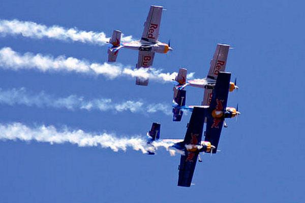 Самолёты в воздухе.