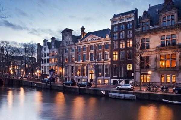Вечерний город в ноябре 2021 года.