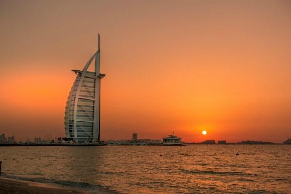 Закат в февральском Дубае 2020.