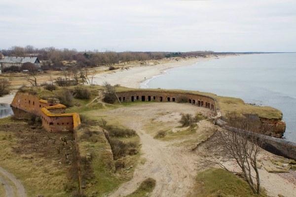 Бункер на побережье.