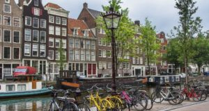 Весна в Амстердаме.