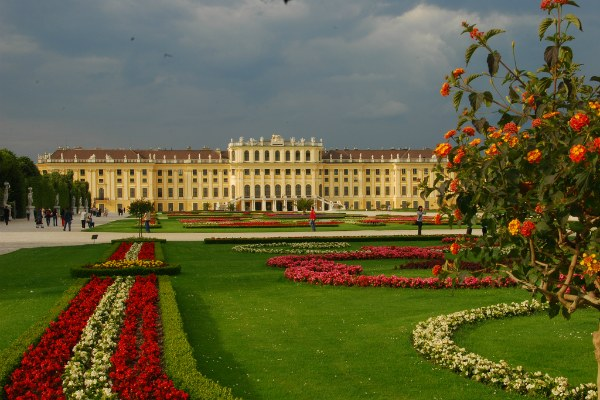 Дворец Шёнбрунн в Вене.