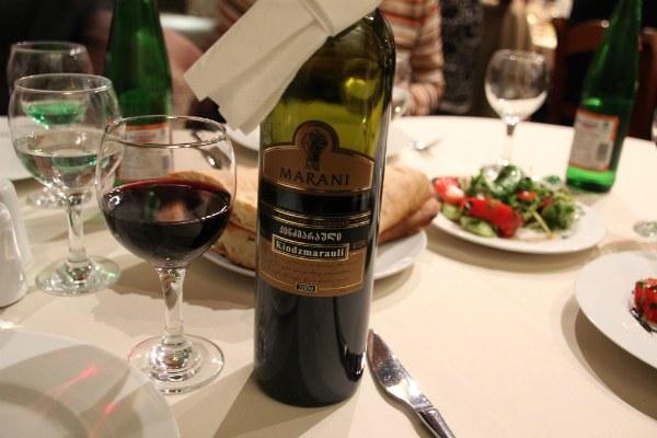 Бутылка вина.