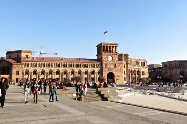Экскурсия по мартовскому Еревану.