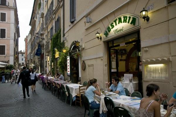 Уличный ресторан.