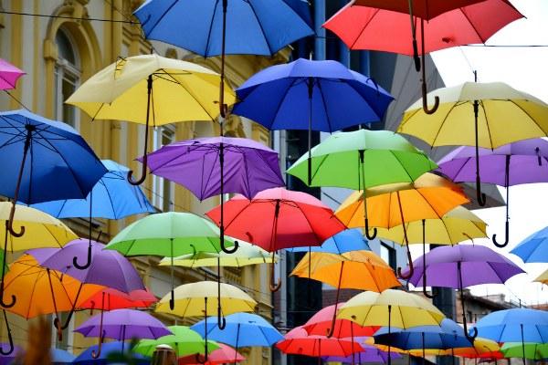 Улица с зонтиками.
