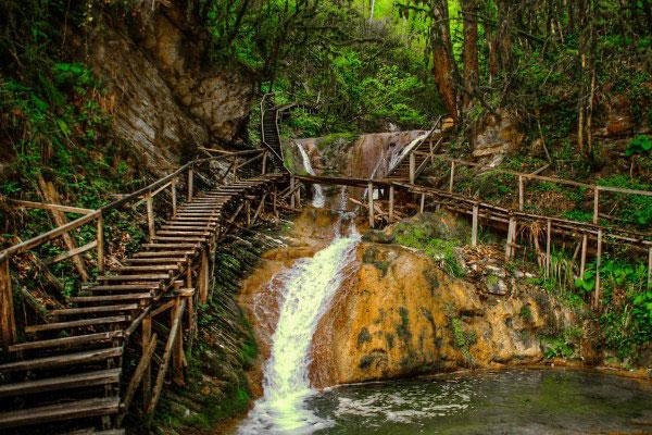 Водопад в Сочи.