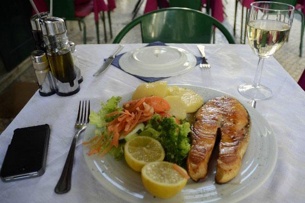 Обед в ресторане.