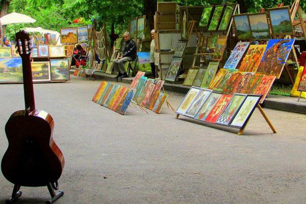 Рынок Вернисаж.