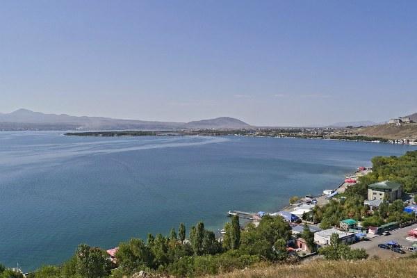 Горное озеро Севан.