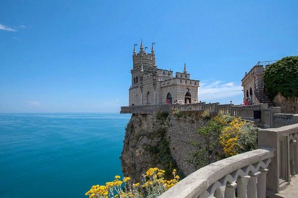 Замок у моря.