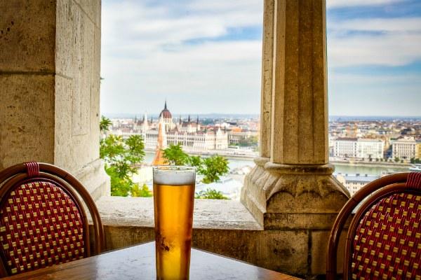 Местное пиво особенно приятно пить в июле.