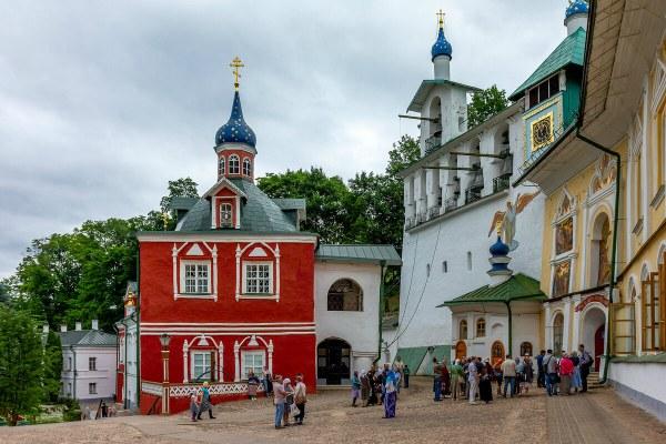 Монастырь в Пскове.