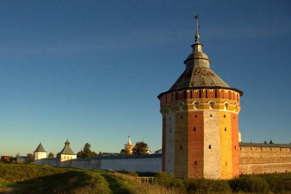 Прилуцкий монастырь в июне.