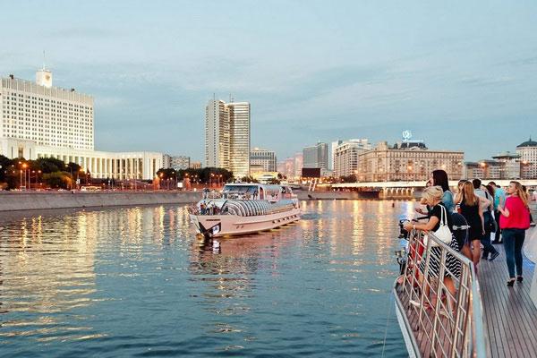 На яхте по Москве-реке.