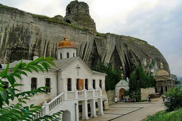 Пещерный монастырь.