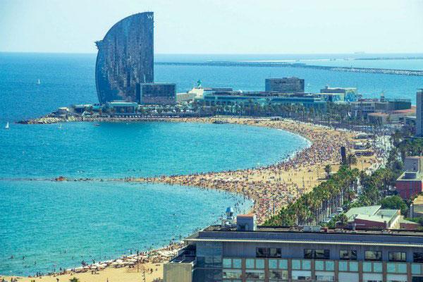 Пляжный отдых в Барселоне.