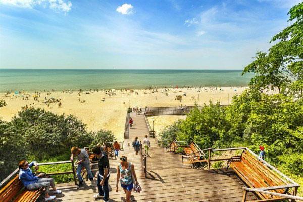 Пляжный сезон в Янтарном.