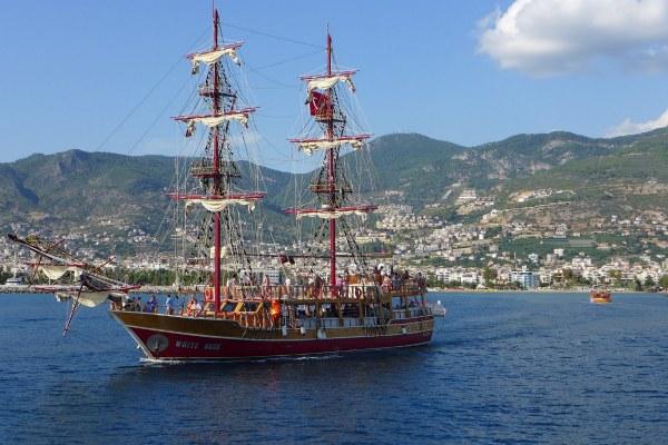 Пиратская яхта.