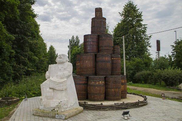 Памятник огурцу.