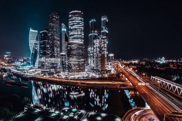 Ночные небоскрёбы Москвы-Сити.