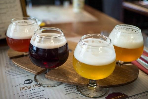 Пиво в баре.