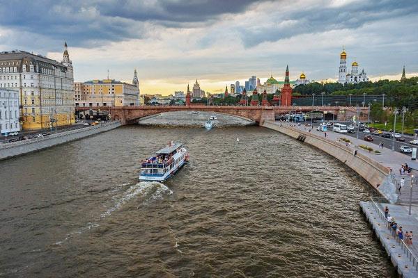 На кораблике по Москве-реке.