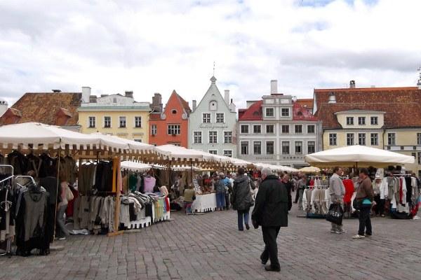 Сувениры на площади.