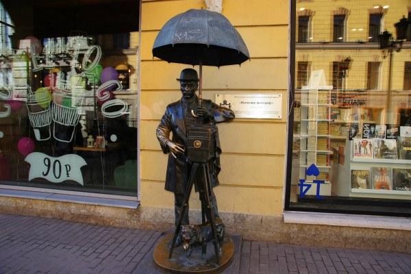 Памятник фотографу.