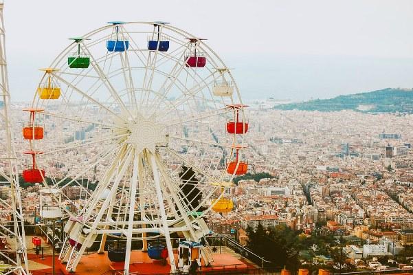 Колесо обозрения в ноябрьской Барселоне в 2019 году.
