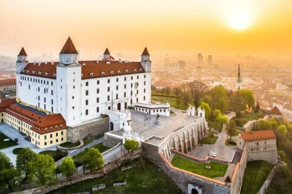 Замок на закате.