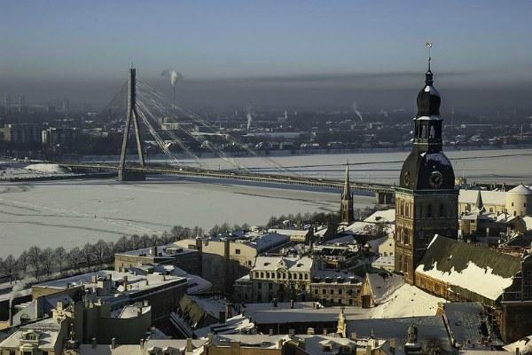 Вид на реку в Риге в январе 2020 года.