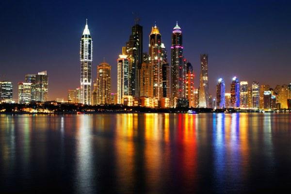 Ночь в Дубае.