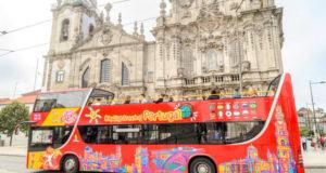 Туристический автобус в Порту.