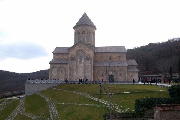 Горный храм в Грузии.