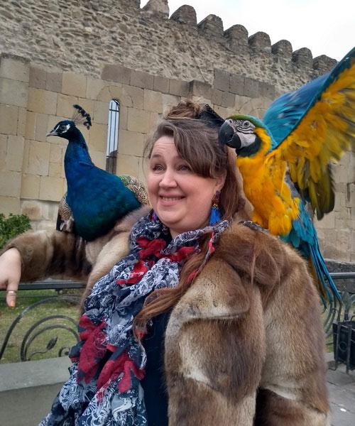 Фото с попугаями.