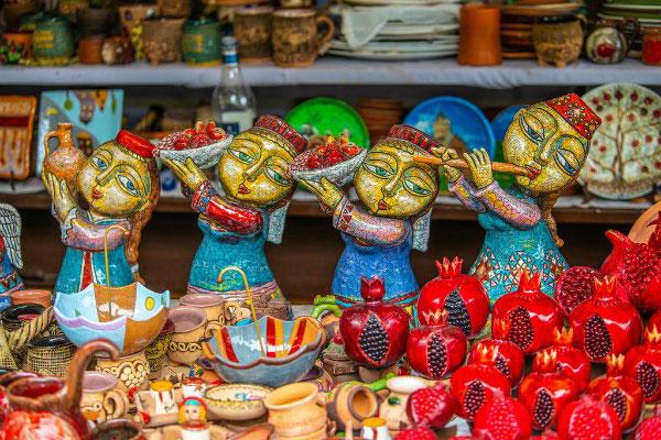 Рынок «Вернисаж».