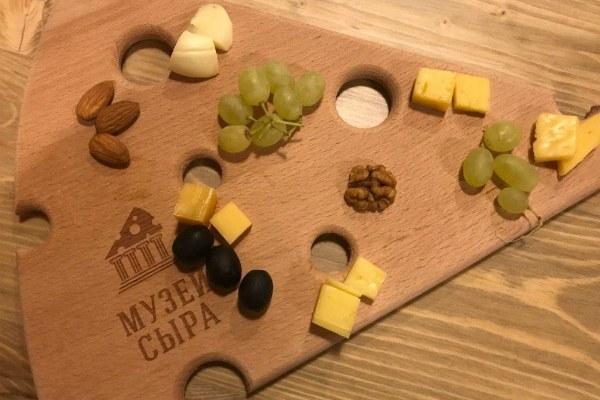 Дегустация сыра в музее.