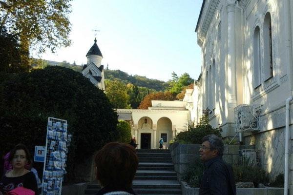 Экскурсия по дворцу.